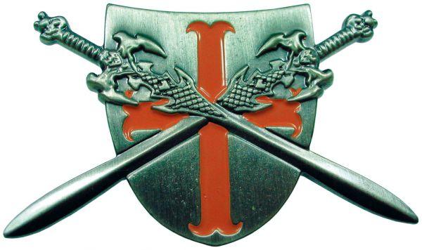 Kreuzritterschild mit gekreuzten Schwertern